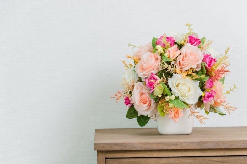 photo Flower-on-Table-bedside-min-e1438330625868_zpsrsvs43wy.jpg
